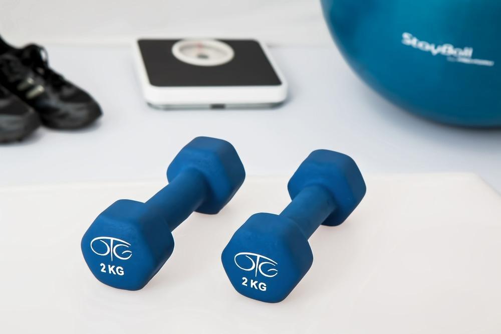 Упражнения с гантелями для похудения в домашних условиях для женщин и мужчин